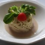 Spaghetti ai broccoli su letto di salsa di fagiolini cannellini