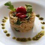 Spaghetti con pomodorini, rucola e aglio