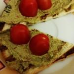 Tartine alla ricotta veg con spinaci e pomodorini secchi
