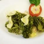 Uovo di pomodoro con broccoli al formaggio veg
