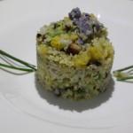 Bulgur con Tofu affumicato, cipolla rossa e broccoli di vari colori