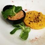 Zucca impanata con farina di mais al forno e salsa di Tofu e pomodorini secchi