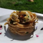 Spaghetti con carciofi e pinoli
